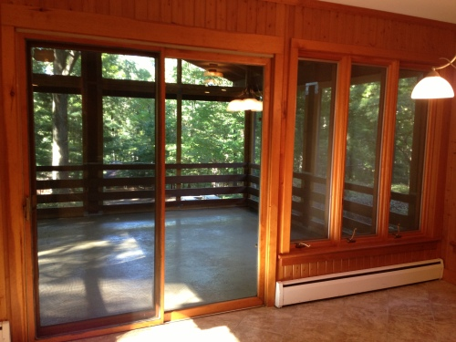 Screened-in porch in the front.